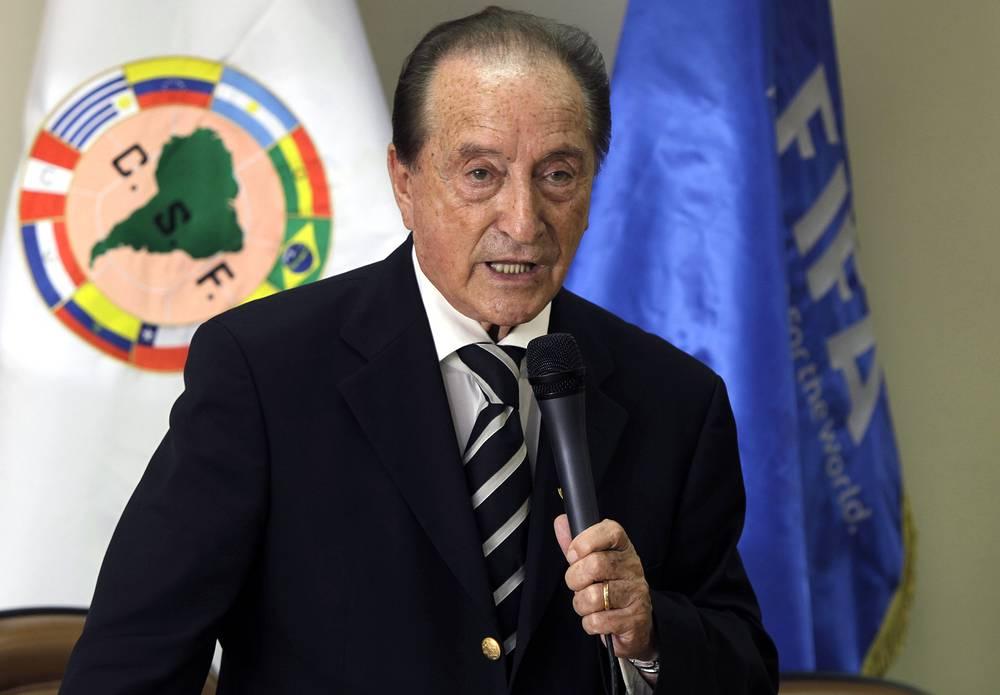 Эухенио Фигередо (Уругвай). Родился 10 марта 1932 г. В 1997-2006 гг. занимал пост президента Уругвайской футбольной ассоциации. В 1993-2013 г. был президентом Южноамериканской конфедерации футбола (КОНМЕБОЛ). В 2013-2014 гг. – президент КОНМЕБОЛ. Действующий вице-президент и член исполкома ФИФА
