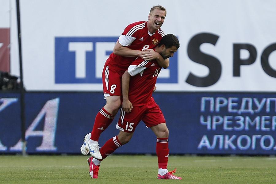 В начале второго тайма белорусская сборная сумела не только сравнять счет, но и выйти вперед. Оба мяча на счету Сергея Кисляка (№15)