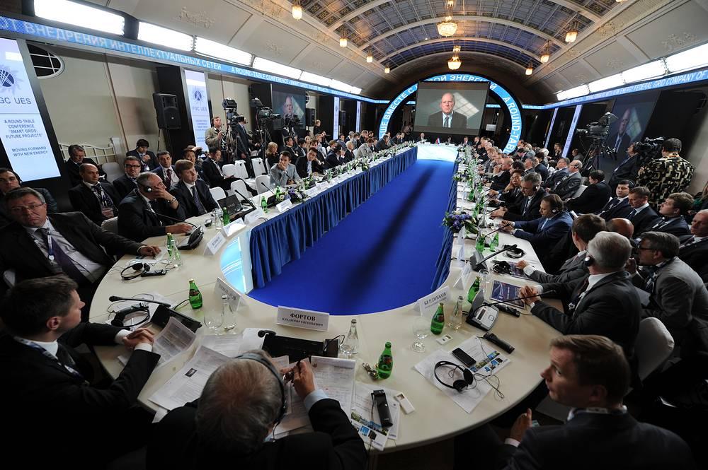 В работе форума в 2011 году участвовали 4 тыс. человек. На фото: на XV Петербургском экономическом форуме, 2011 год