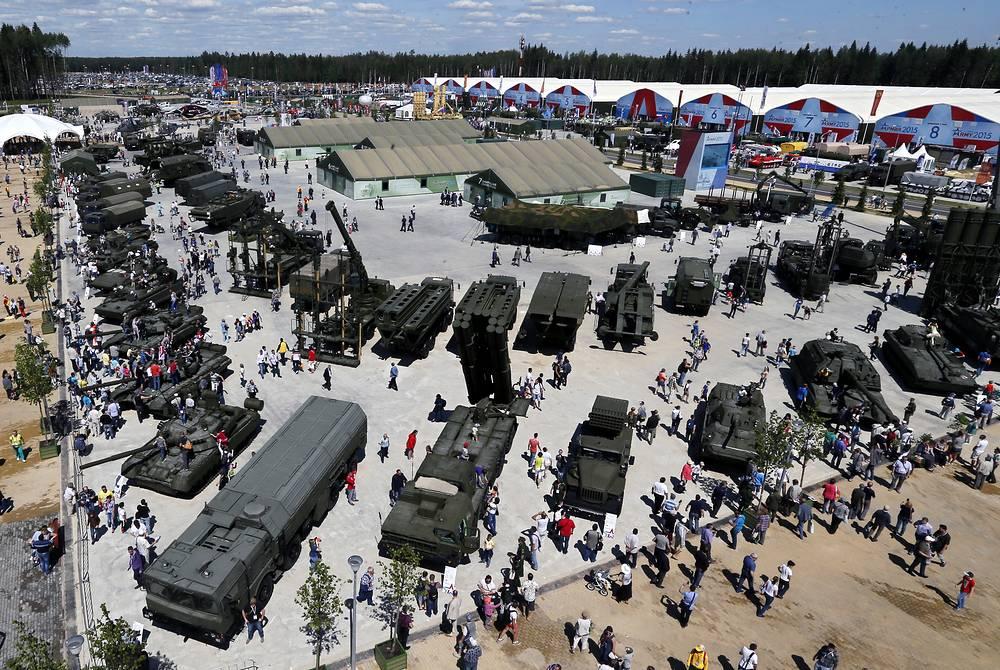 """Международный военно-технический форум """"Армия-2015"""" прошел в подмосковной Кубинке. На одной площадке продемонстрировали свои достижения различные виды и рода войск, а также порядка 3 тысяч предприятий оборонно-промышленного комплекса"""