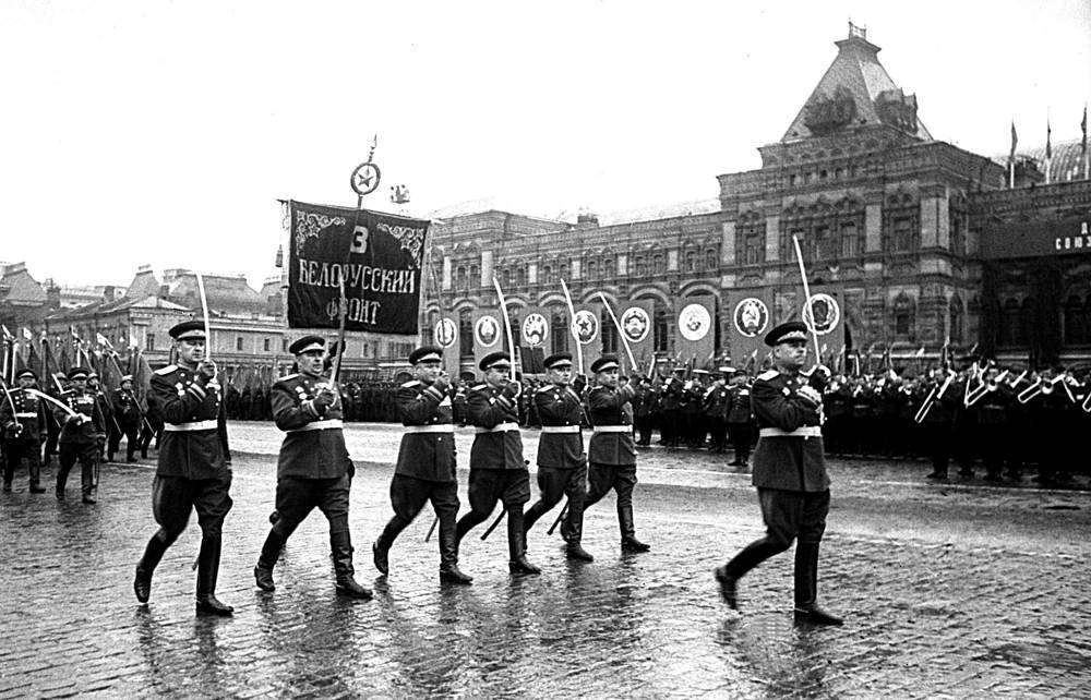 Сводный полк Третьего Белорусского фронта во главе с Маршалом Советского Союза А.М. Василевским