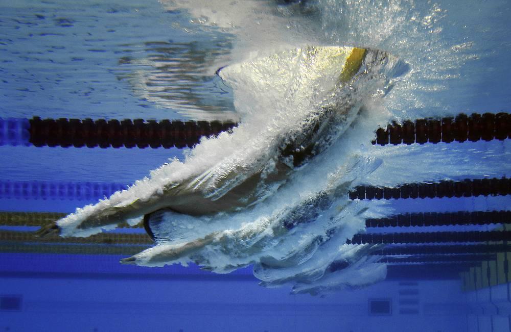 Пловцы во время соревнований на 1500 метров вольным стилем