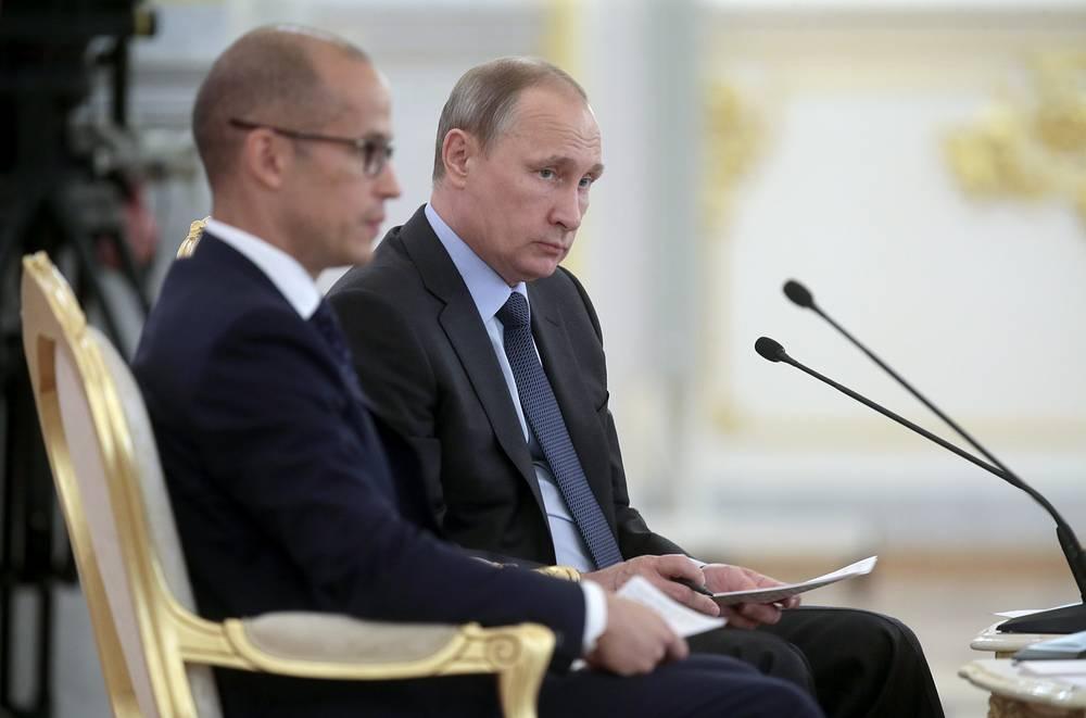 23 июня Владимир Путин принял участие в юбилейном пленарном заседании Общественной палаты РФ, посвященном десятилетию её создания. Президент согласился с предложением проработать механизм формирования региональных Общественных палат и их компетенцию