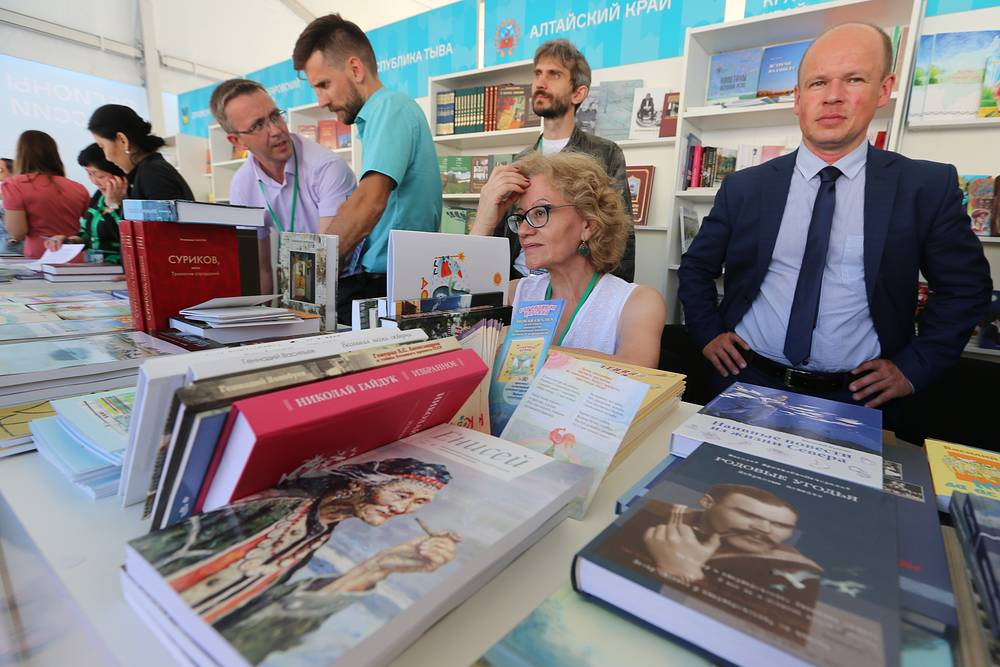 За 4 дня 300 издательств со всей России представят на Красной площади около 100 тыс. книг