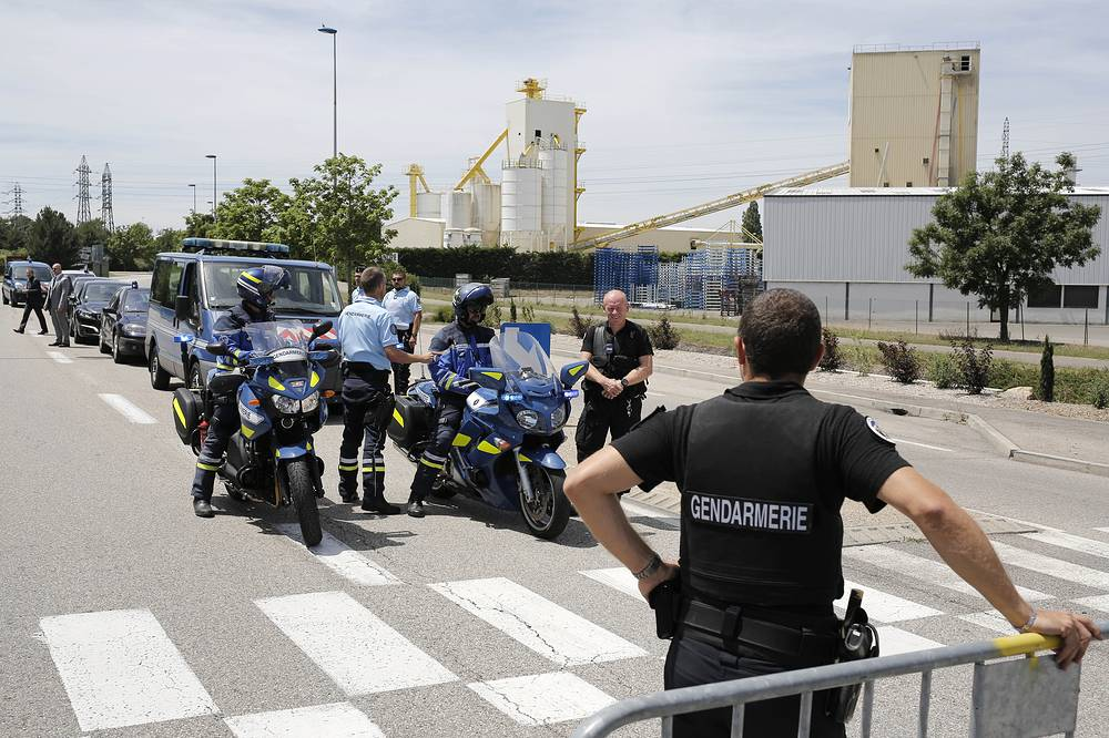 В пятницу террорист Яссин Салхи напал на завод во французском городе Сен-Кантен-Фаллавье