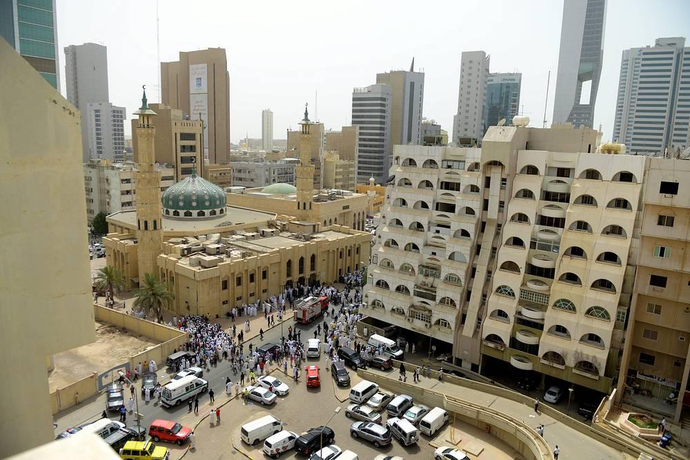 26 июня террорист-смертник взорвал бомбу в шиитской мечети в столице Кувейта во время пятничной молитвы