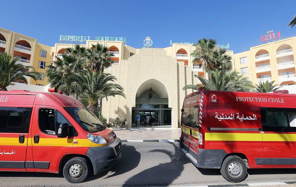 Под особую охрану взяты посольства, госучреждения, основные автомагистрали, а также места массового скопления народа