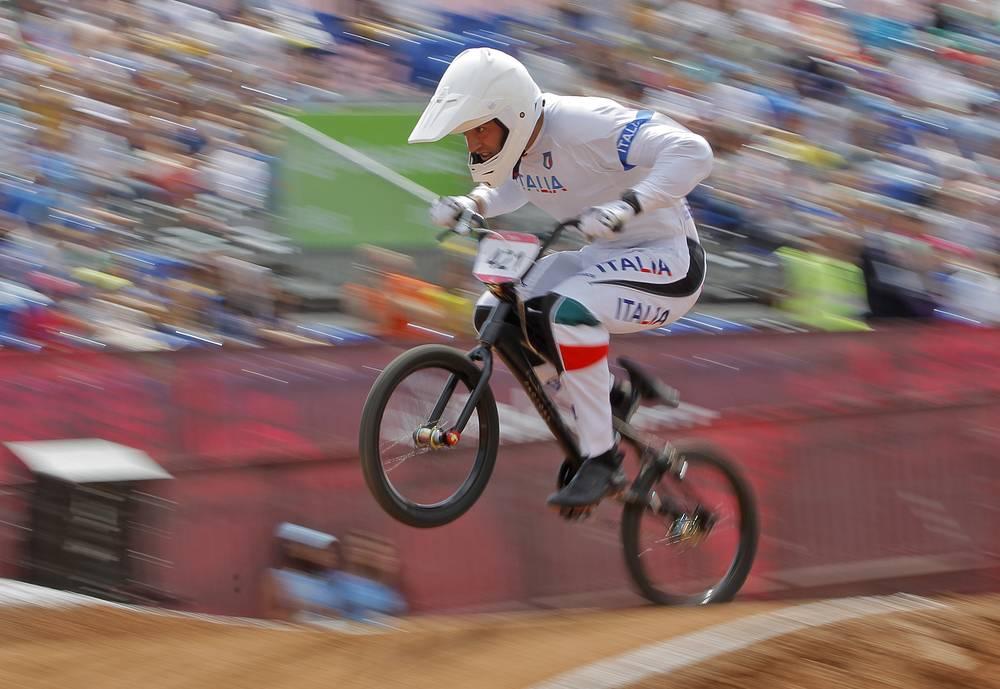 Итальянец Ромэйн Риккарди во время соревнований по BMX на Играх в Баку
