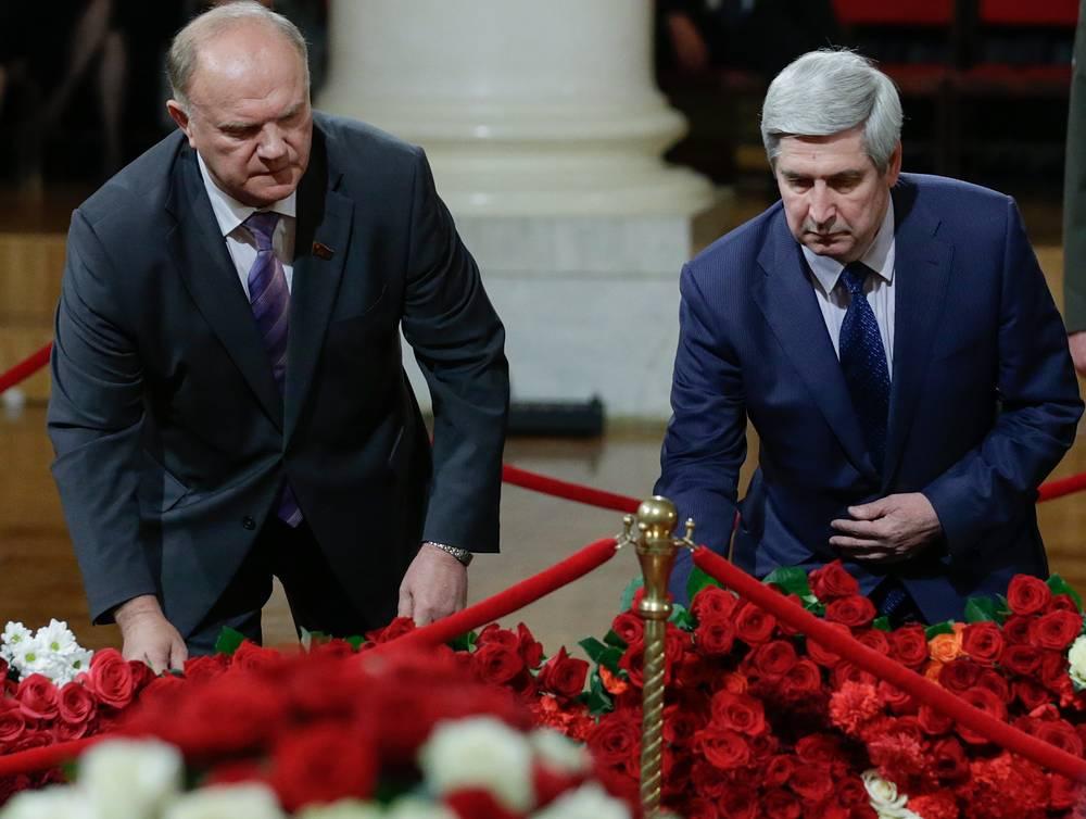 Лидер КПРФ Геннадий Зюганов и заместитель председателя ЦК КПРФ, вице-спикер Госдумы Иван Мельников