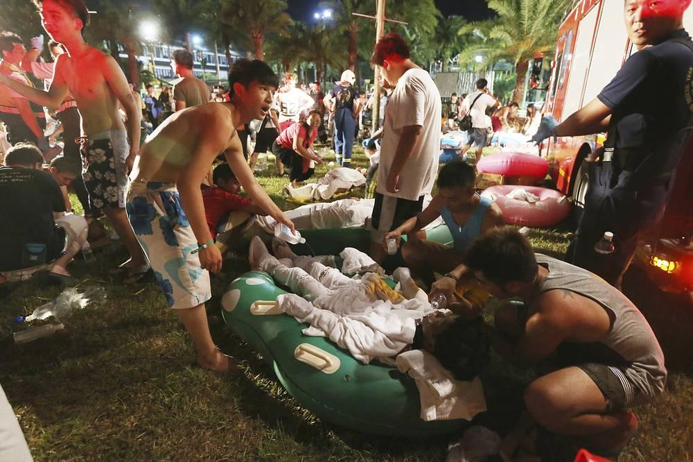 """Вечером 27 июня в парке водных аттракционов """"Басянь"""" в рамках фестиваля красок Color Play Asia произошел взрыв"""