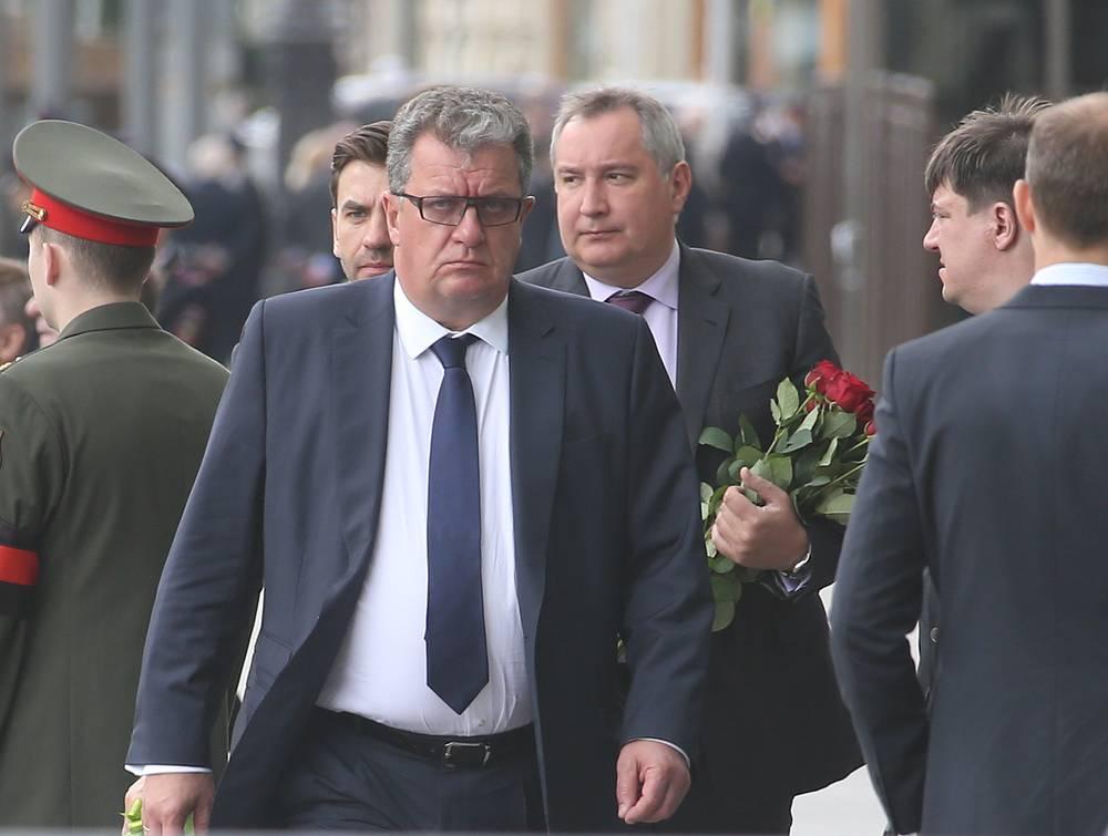 Вице-премьер РФ, руководитель аппарата правительства РФ Сергей Приходько и вице-премьер РФ Дмитрий Рогозин