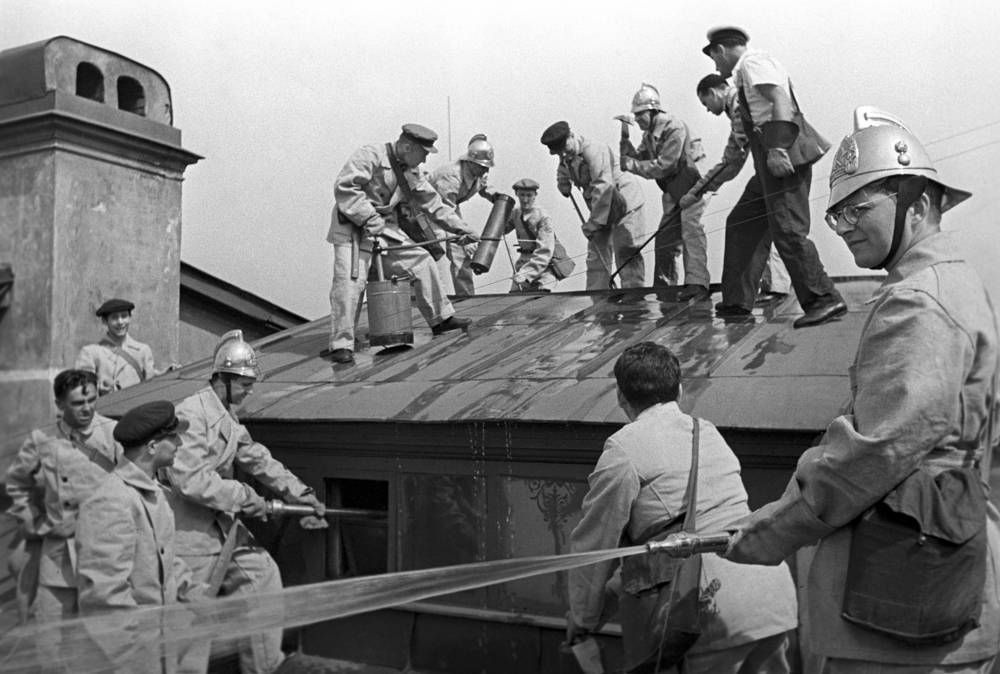 Учения для преподавателей Ленинградской консерватории, 1941 год. Справа - композитор Дмитрий Шостакович