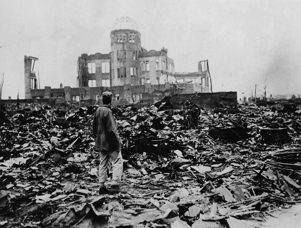 Японский город Хиросима после взрыва