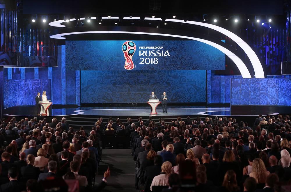 Церемония жеребьевки началась с приветственных слов ведущих и выступления президента РФ Владимира Путина и главы ФИФА Йозефа Блаттера