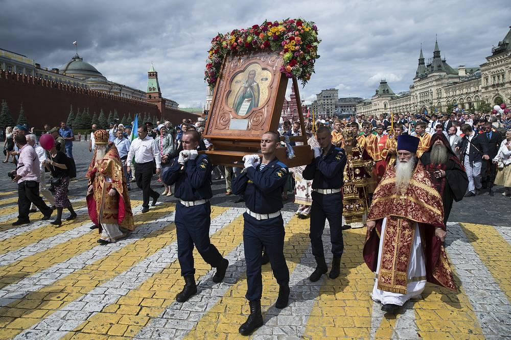 Крестный ход от Храма Пророка Божия Илии до Красной площади в рамках празднования Дня Воздушно-десантных войск РФ в Москве