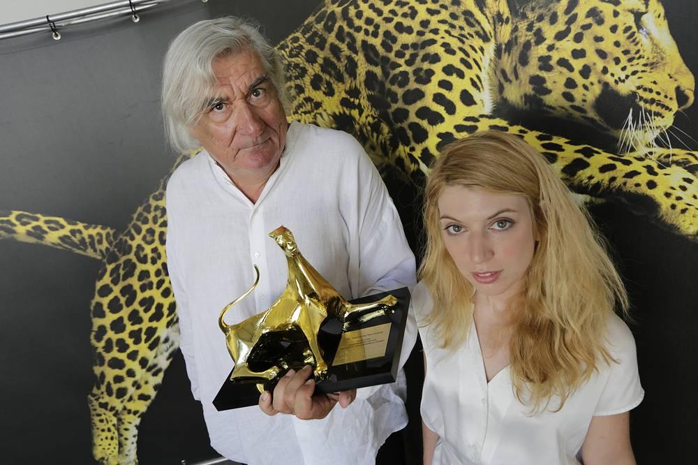 """Победителем 2012 года стал фильм """"Девушка из ниоткуда"""" (La fille de nulle part). На фото: режиссер картины Жан-Клод Бриссо и исполнительница главной роли Виржини Леже"""