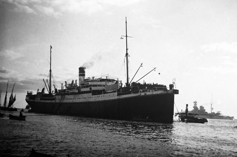 Суэцкий канал (Suez Canal) был открыт 17 ноября 1869 г. На фото: итальянский корабль перевозит войска в Эфиопию, 7 октября 1935 года
