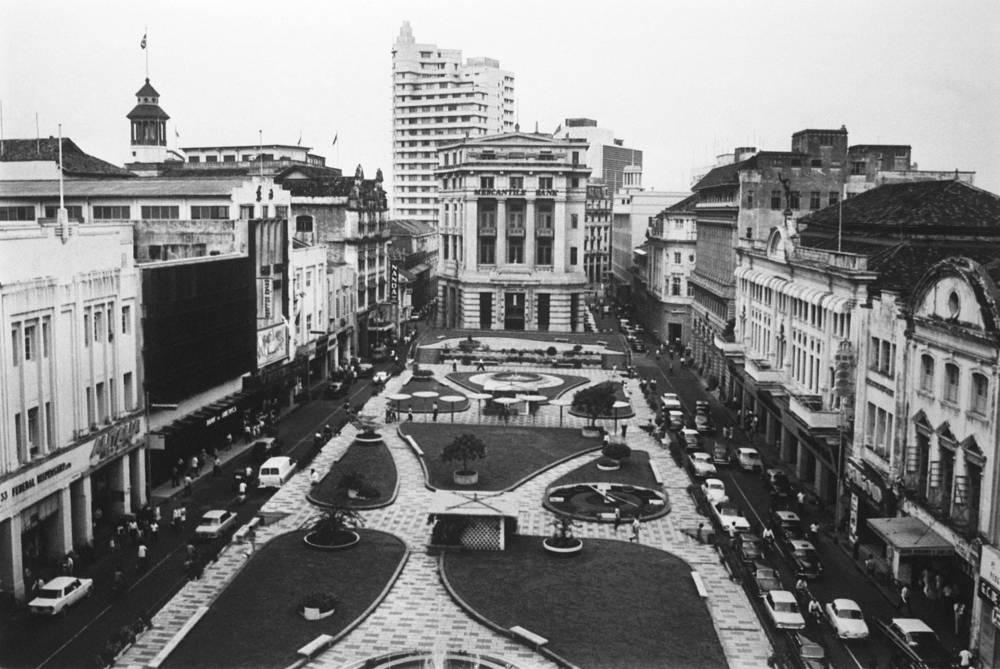 Площадь Раффлз плейс в деловом центре города, 1968 год