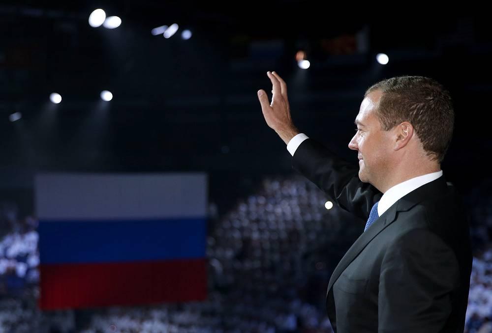 Премьер-министр РФ Дмитрий Медведев на церемонии закрытия чемпионата мира по водным видам спорта