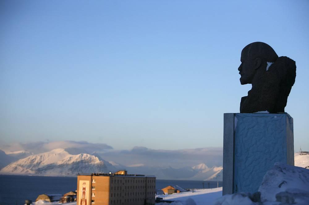 Памятник Владимиру Ленину в Баренцбурге