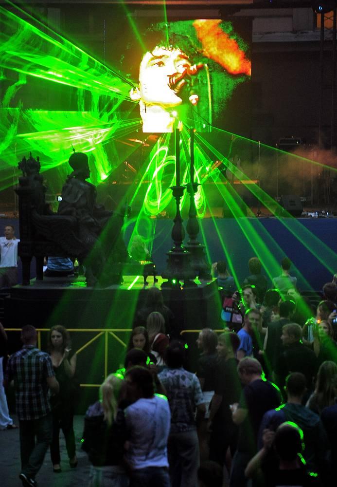 Лазерное шоу на концерте памяти Виктора Цоя в Михайловском замке, Санкт-Петербург, 2010 год