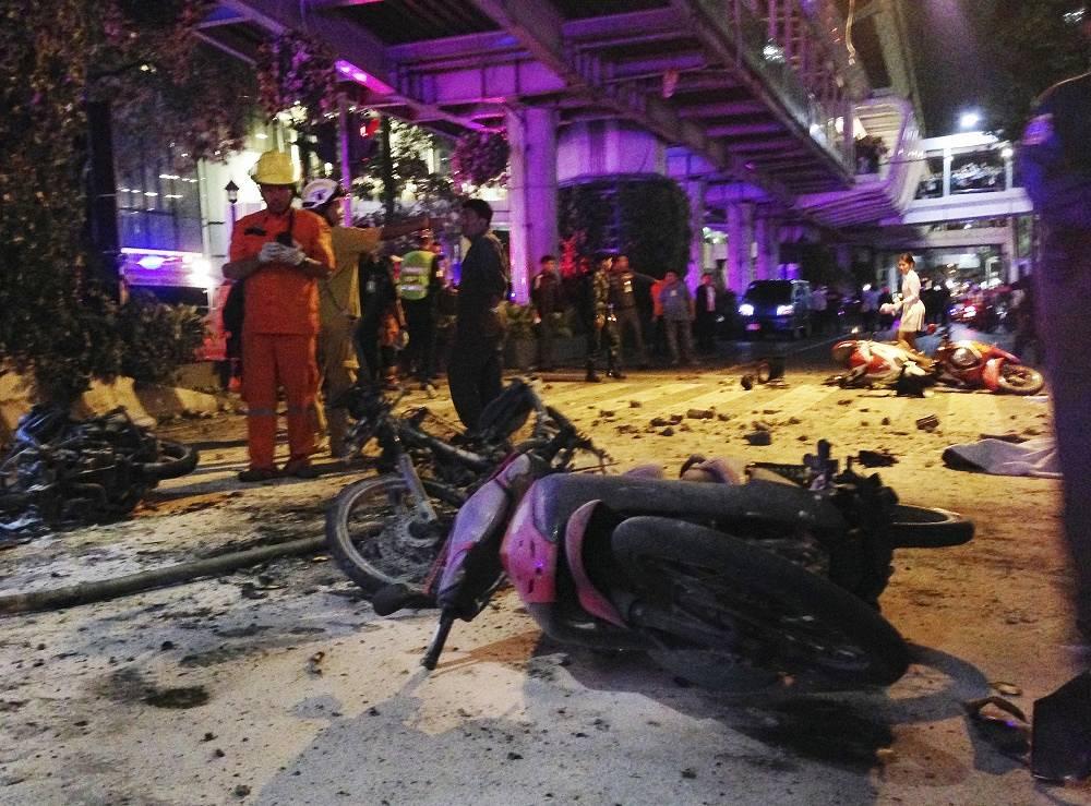 17 августа в центре Бангкока напротив места, где многие верующие возносят свои молитвы индуистскому богу Эровану, произошел мощный взрыв. 20 человек погибли, еще 125 получили ранения