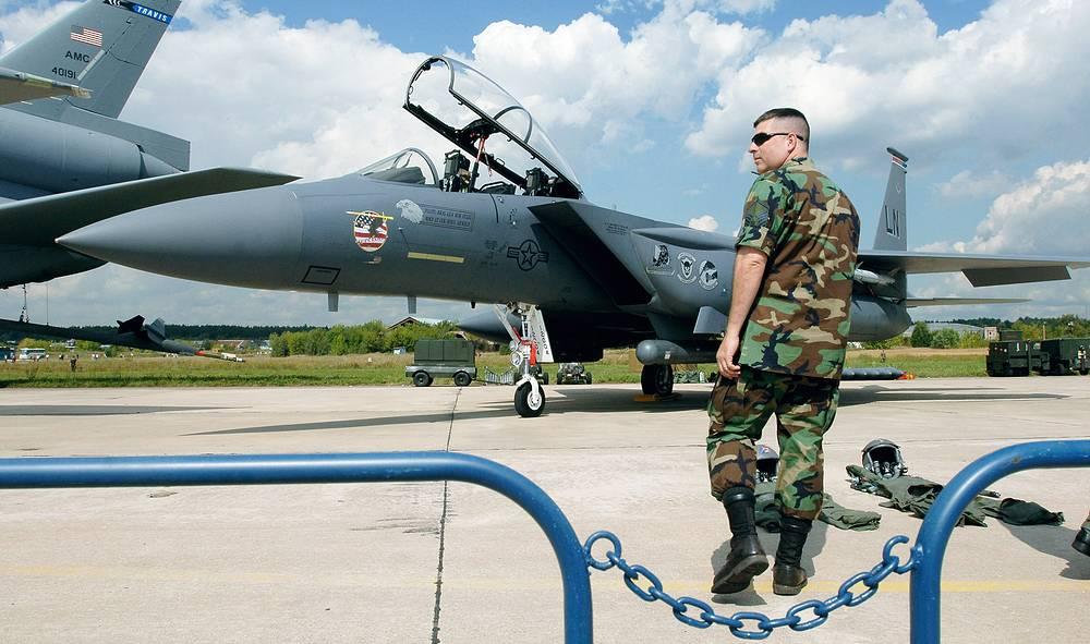 МАКС-2005: американский истребитель F-15 на демонстрационном поле