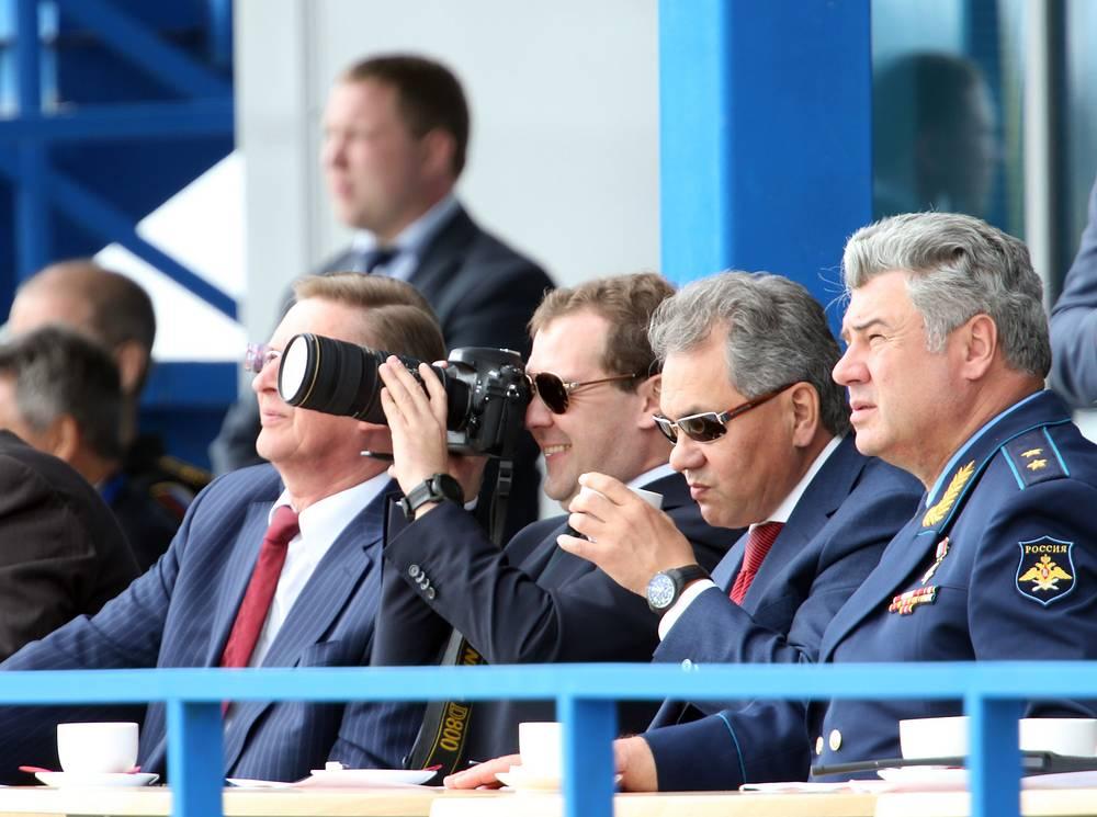 МАКС-2013: Сергей Иванов, Дмитрий Медведев и Сергей Шойгу