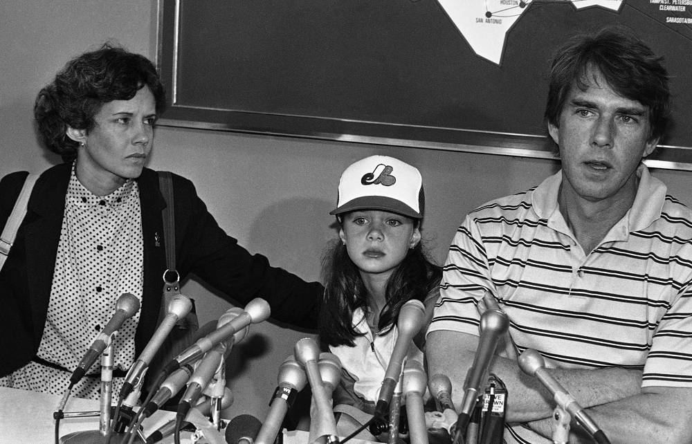 Саманта Смит с родителями в Международном аэропорту Логан в Бостоне 22 июля 1983 года