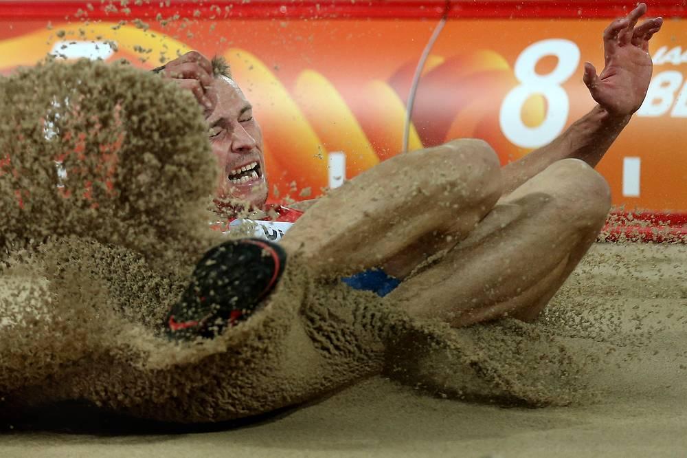 Российский спортсмен Сергей Полянский в финальных соревнованиях по прыжкам в длину среди мужчин на чемпионате мира по легкой атлетике в Пекине, 25 августа