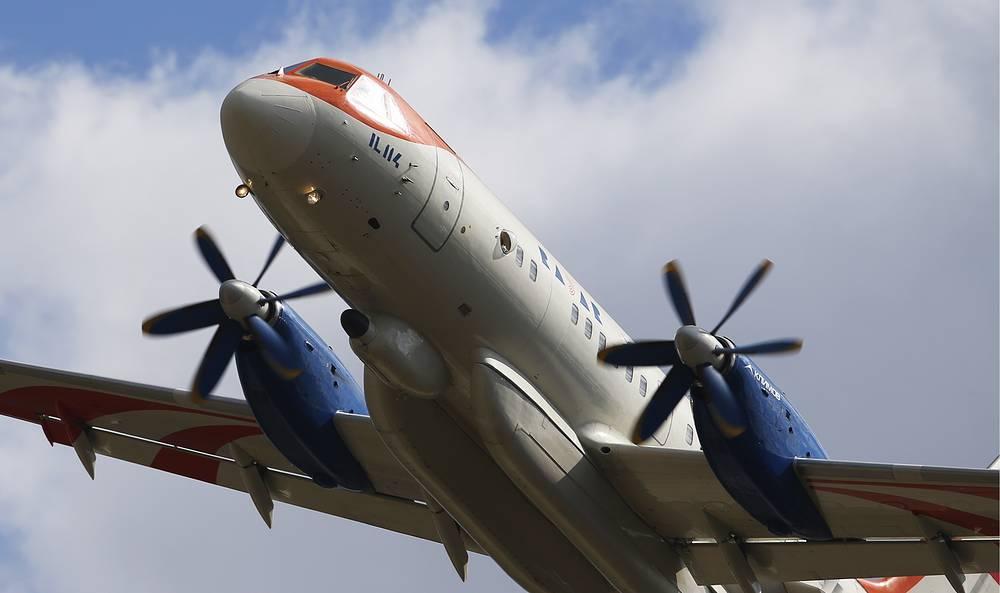 Двухмоторный турбовинтовой самолет Ил-114