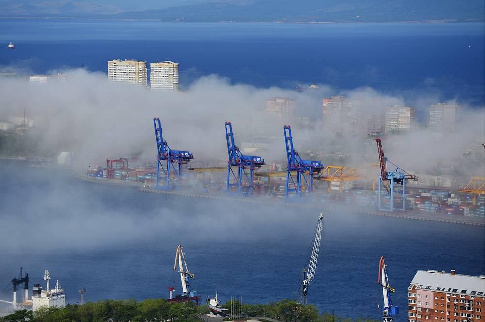 Краны Владивостокского морского торгового порта