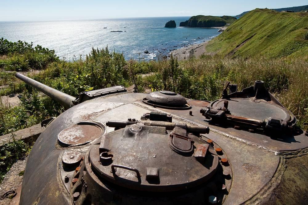 Сахалинская область. Линия береговой обороны на базе башен танка ИС-3 на острове Кунашир Курильской гряды