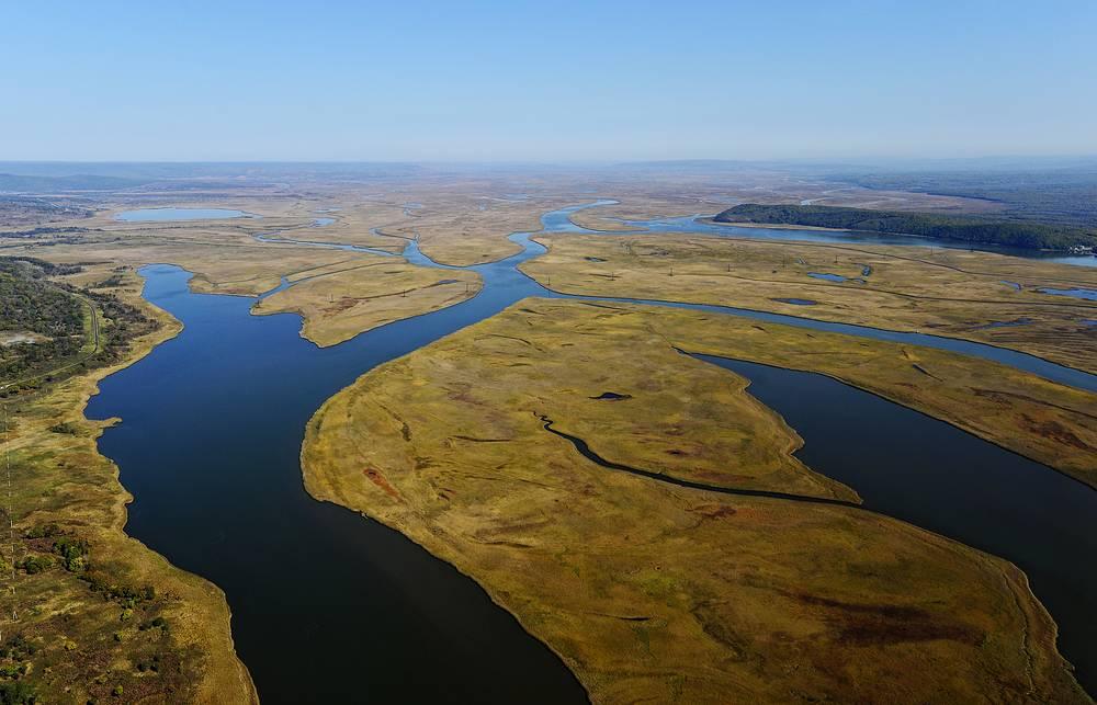 Вид на реку Шмитовка, которая впадает в Амурский залив