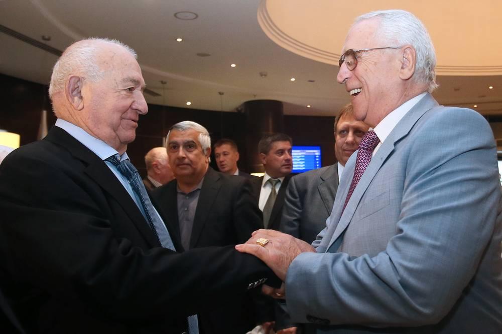 Исполняющий обязанности президента Российского футбольного союза (РФС) Никита Симонян и председатель комиссии РФС по выявлению договорных матчей Анзор Кавазашвили (слева направо)