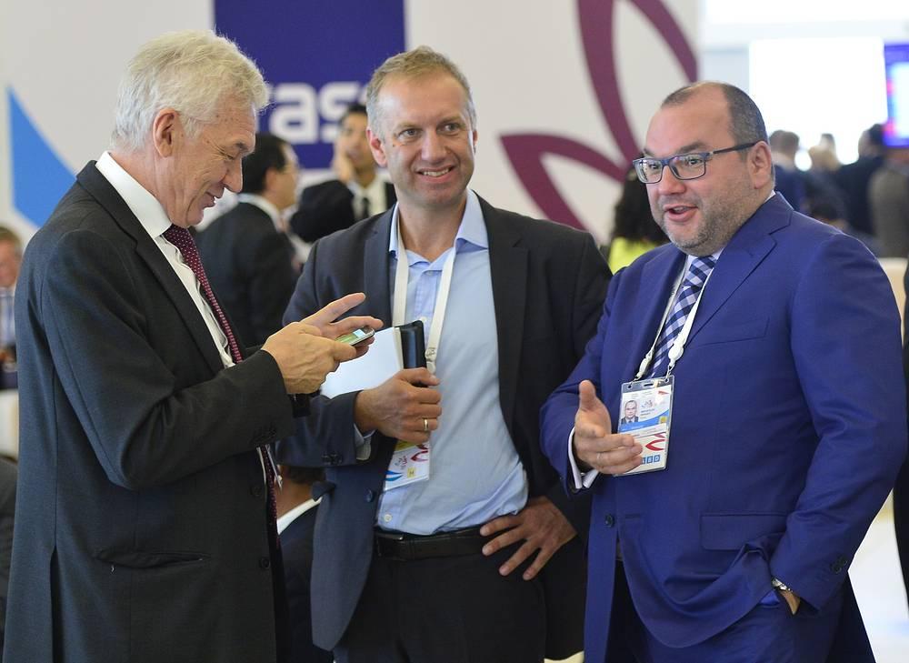 Основатель и владелец Volga Group Геннадий Тимченко (слева) и генеральный директор информационного агентства ТАСС Сергей Михайлов (справа)