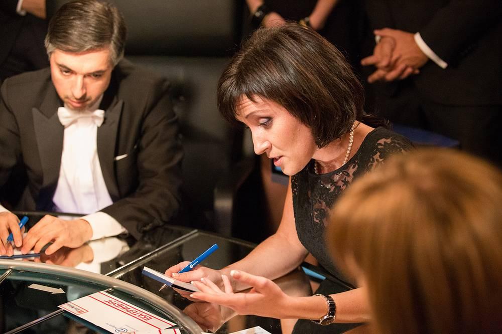 Знатоки Ровшан Аскеров и Елизавета Овдеенко во время игры