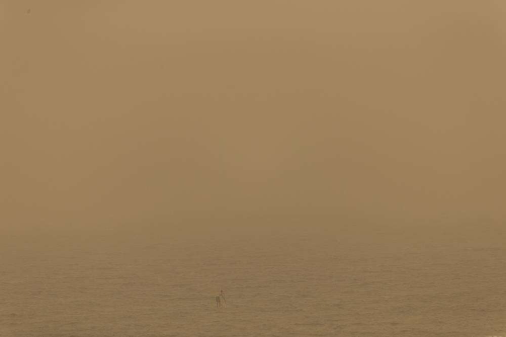 Серфингист в Средиземном море, Израиль