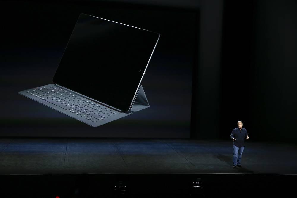 Фил Шиллер во время презентации iPad Pro