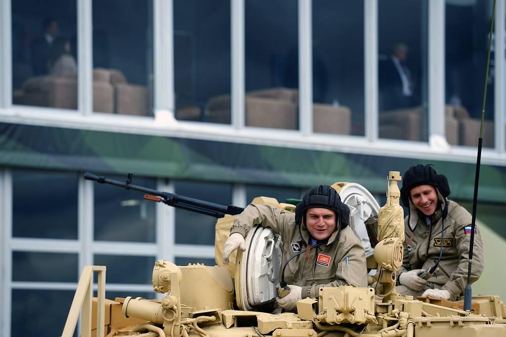 """Russia Arms Expo - одна из крупнейших международных выставок вооружений российского и зарубежного производства, которая проводится раз в два года на полигоне """"Старатель"""" Нижнетагильского института испытания металлов с 1999 года"""