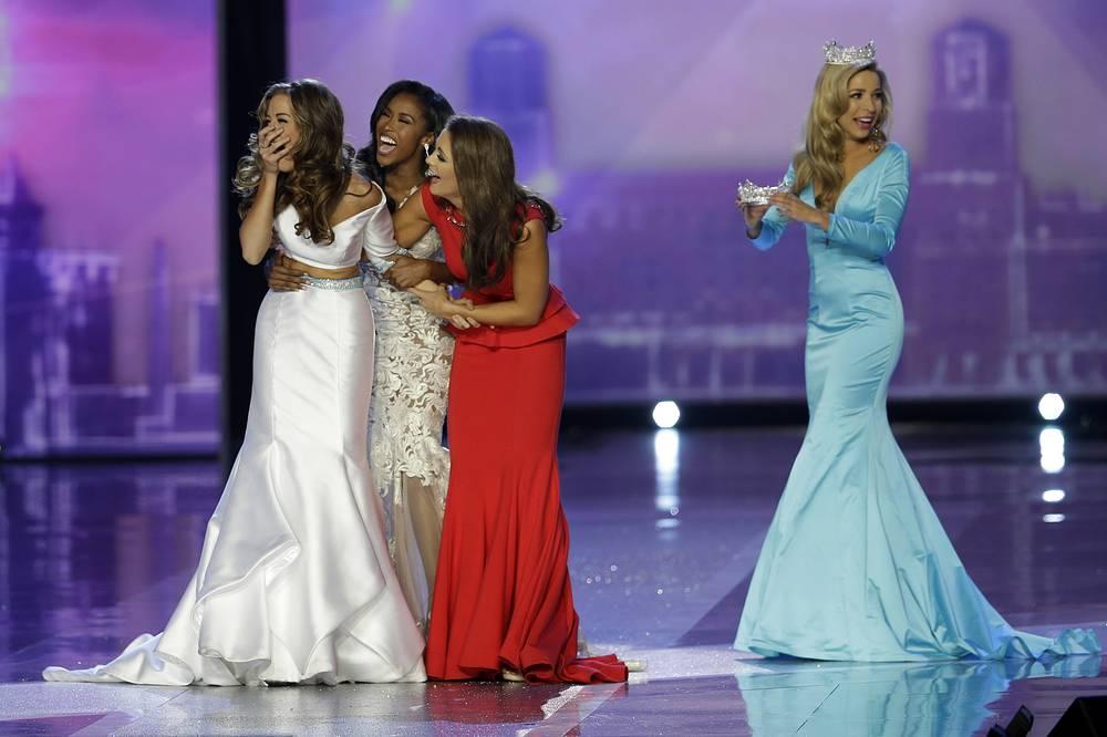 """Победительницей конкурса красоты """"Мисс Америка - 2016"""" стала Бетти Кэнтрелл (слева)"""