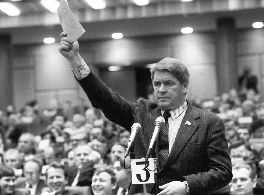 Юрий Афанасьев во время работы Второго съезда народных депутатов СССР, 1989 год