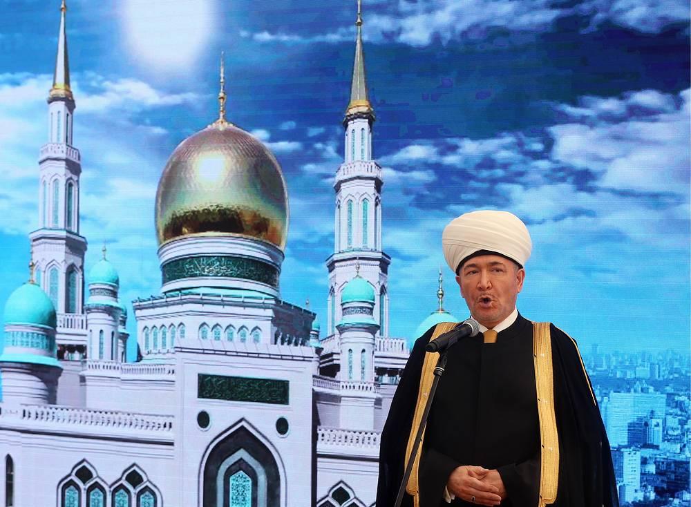 Председатель Совета муфтиев России Равиль Гайнутдин выступает на открытии Московской Соборной мечети