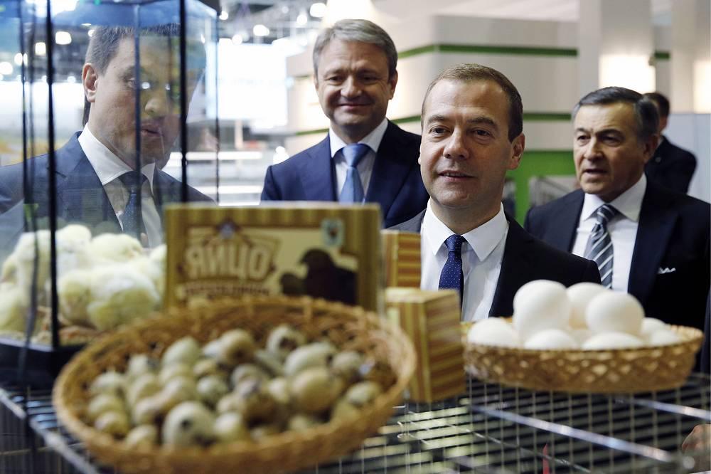 Президент Crocus Group Арас Агаларов, премьер-министр РФ Дмитрий Медведев, министр сельского хозяйства РФ Александр Ткачев