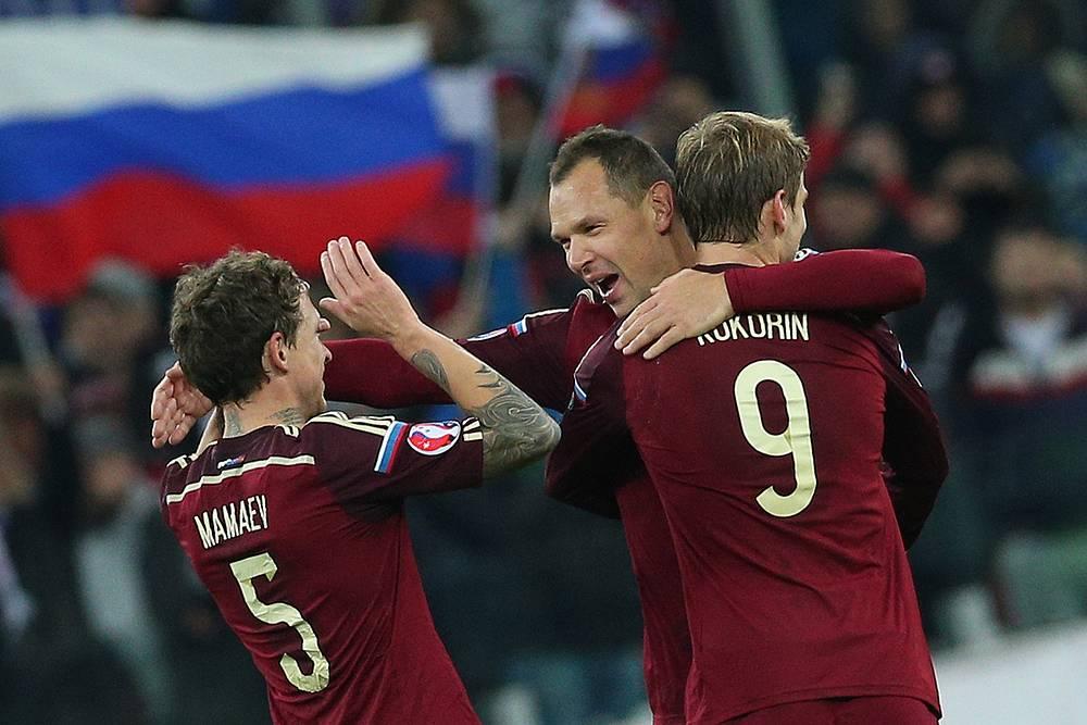 Игроки сборной России Павел Мамаев, Сергей Игнашевич и Александр Кокорин