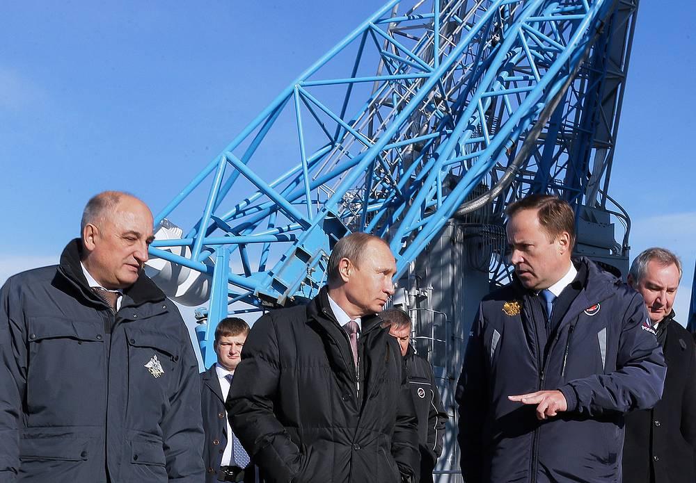 Александр Волосов, Владимир Путин, Игорь Комаров и Дмитрий Рогозин (слева направо)