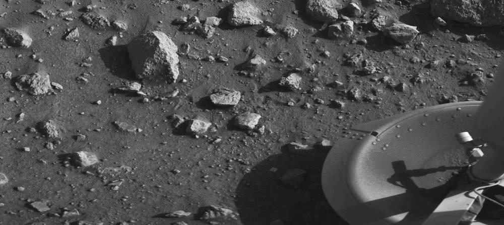 Первое изображение с поверхности Марса, переданное спускаемым аппаратом NASA Viking 1, 20 июля 1976 года