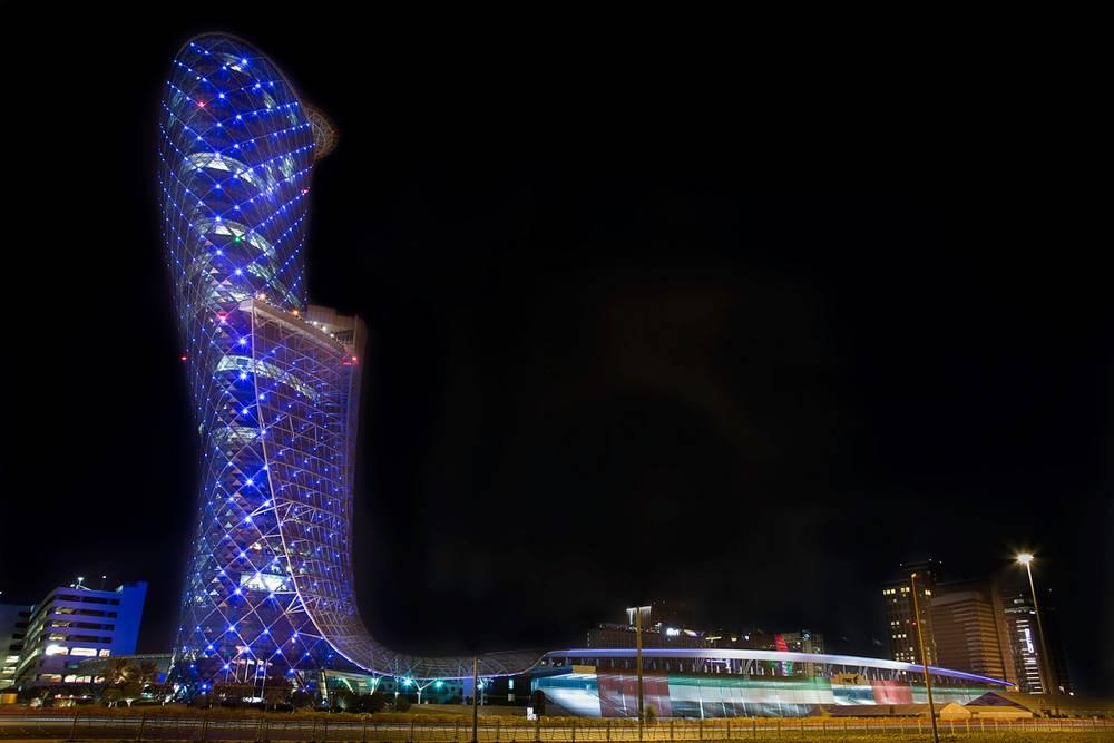 Небоскреб Capital Gate, Абу-Даби, ОАЭ