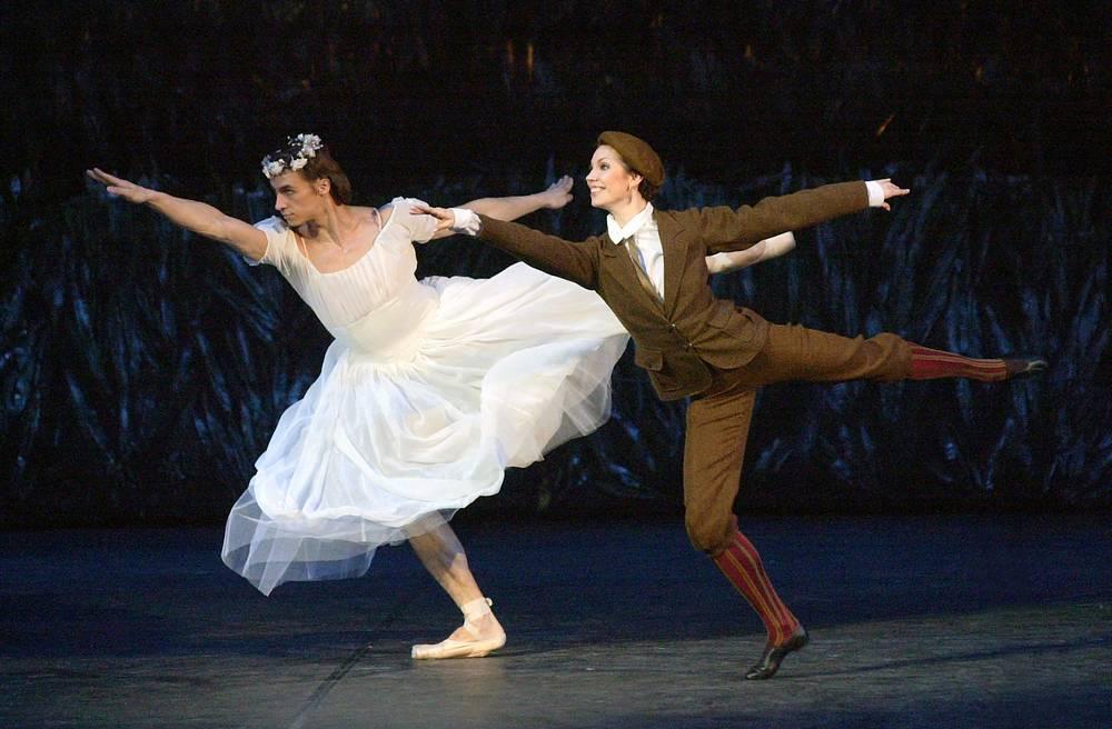 """Солисты балета """"Светлый ручей"""" Сергей Филин и Мария Александрова в Большом театре, 2003 год"""