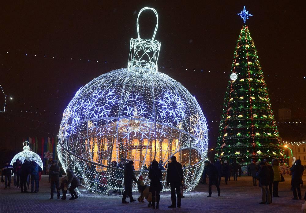 Белоруссия. Минск. 1 января 2016. Празднование Нового года на Октябрьской площади.